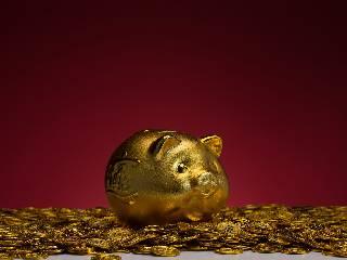 美国数据不利于美元 黄金期货日内回升