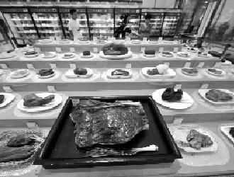 巴西西瓜碧玺亮相观赏石宝玉石文化艺术展