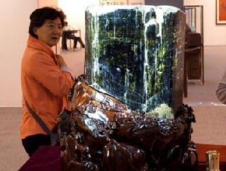 重约120公斤绿色碧玺晶体亮相北京