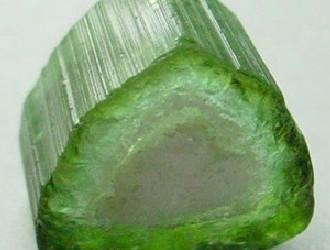 优质碧玺比钻石还稀少 如何区分碧玺和水晶?