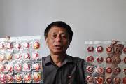 市民27年收藏万枚毛主席像章 最小的一枚仅有0.25克