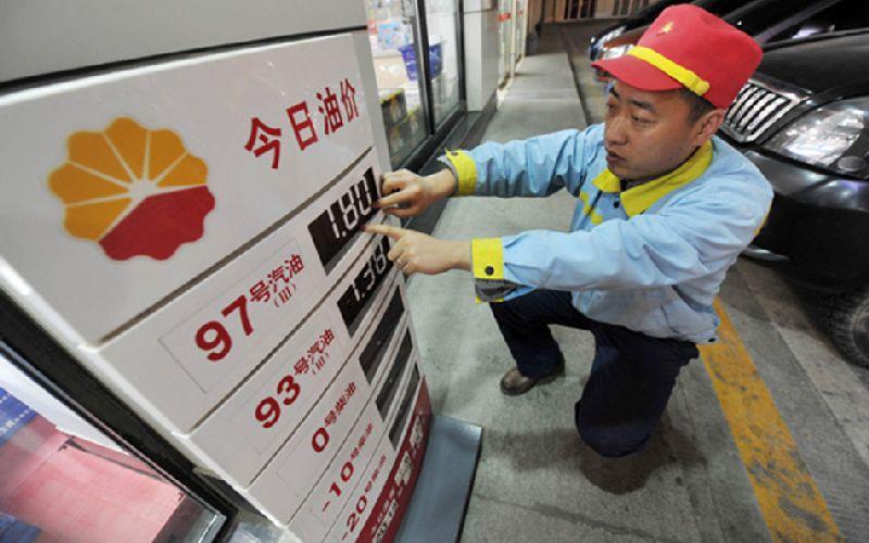 7月21日24时,成品油价周或小幅上调,车主周五可加满油箱!