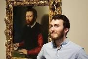 游客撞脸油画 相似度惊人