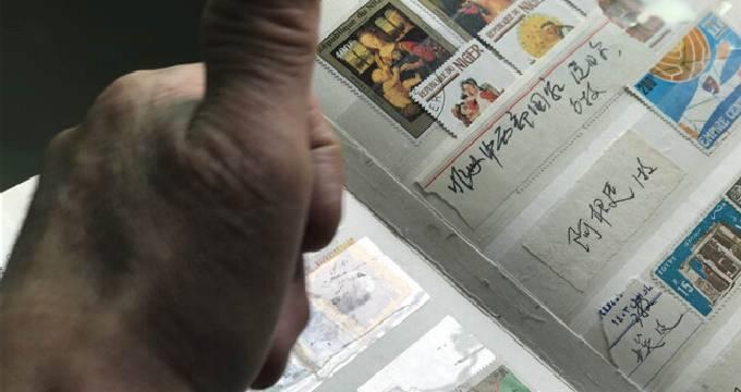 7旬老人收藏邮票近10万枚 创建博物馆免费参观