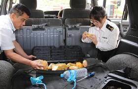 昆明海关查获入境车辆夹藏玉石 共计119.7公斤