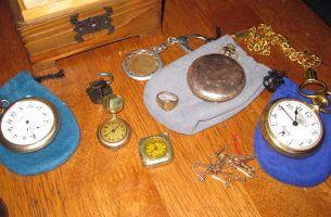 住進老房子竟意外發現金銀首飾