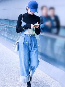 秋冬街拍穿搭造型示范 大毛衣不配阔腿裤真的不美丽