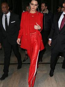 明星穿衣搭配技巧示范 不必惧怕皮裤也能穿出大长腿