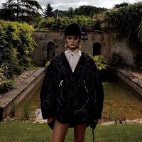 超模Cara Taylor为《Vogue》杂志拍摄主题时尚大片