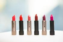 Red Earth化妆品品牌推出全新系列展现自我丝绒唇膏