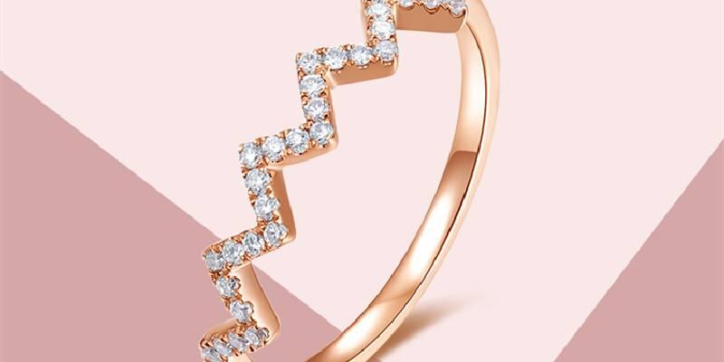 周大生珠宝18k玫瑰金不规则微镶个性钻石戒指_珠宝图片