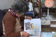 老人数十年收藏抗战邮票 警示后人前事不忘后事之师