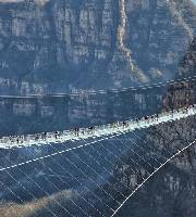 河北懸跨式玻璃橋開放