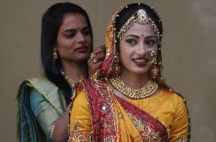印鉆石大亨出資為251名喪父新娘舉行婚禮
