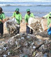 巴厘島每天清理百噸垃圾