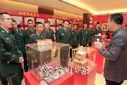消防官兵参观梅州首届红色收藏品展 旨在增强官兵使命感