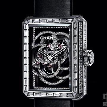 香奈儿PREMIÈRE镂空山茶花腕表 以山茶花为灵感创作出的腕表