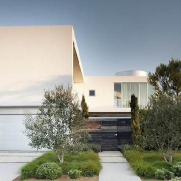 时尚家庭豪宅:主要材料是白色的墙面漆玻璃以及各种金属面板