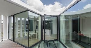 K豪宅:天井带给室内充足的光线并将空间在视觉上扩大