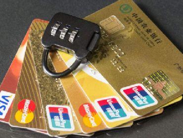 """銀行是如何看待大量用戶""""套現""""、""""養卡""""的行為的?"""
