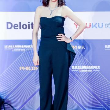 陈意涵佩戴戴比尔斯珠宝亮相2018上海国际电影节