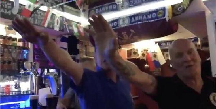 英球迷行纳粹礼 这种行为太可耻!