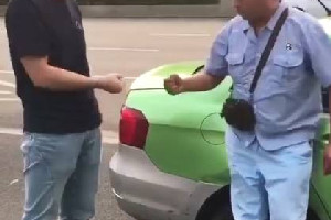 司机划拳定赔偿额 网友:比拿刀互砍好多了