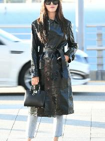 郑秀妍现身首尔机场 抚发微笑尽显酷劲十足