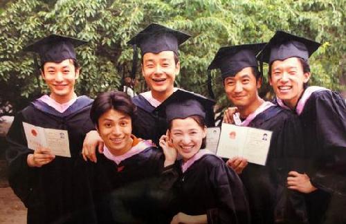 郭晓东为黄晓明庆生 原来他俩是同学呀