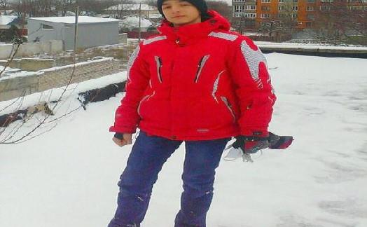 15岁少年自制降落伞跳楼 伞没有打开当场死亡