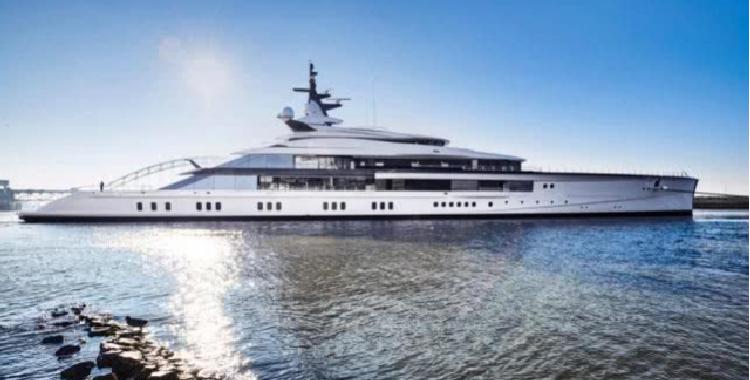 球队老板杰里-琼斯送妻子15亿游艇圣诞礼物