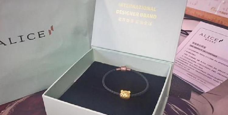 《彩虹岛》携手香港爱丽丝珠宝推出的数款限定主题首饰