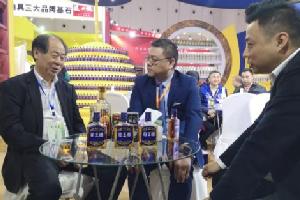 """连获七项大奖 糖酒会上椰岛酒业掀起""""蓝色风暴"""""""