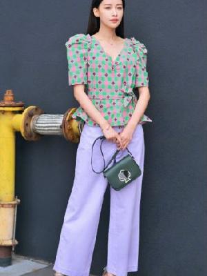 孙怡街头演绎马卡龙色系穿搭 是甜美的小姐姐呀