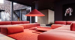 红与灰搭配的独栋豪宅设计 强烈的时尚感