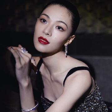 以CHAUMET珠宝作品为伴 钟楚曦亮相亚洲影视周红毯