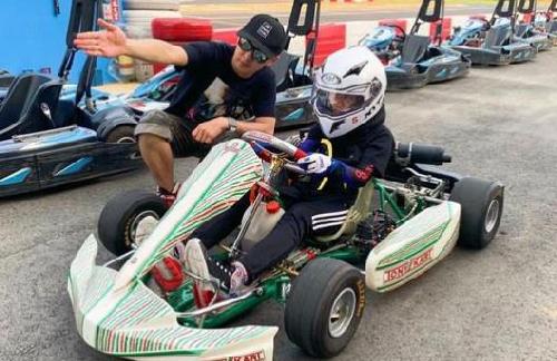 Kimi与林志颖赛车 父子俩快一样高了