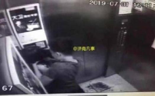 女孩被陌生男子掐脖22秒 目前警方正在对其进行抓捕