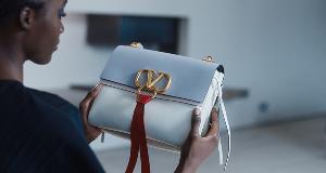 合作推出VRING包袋和VR时尚电影 Mytheresa与Valentino放大招