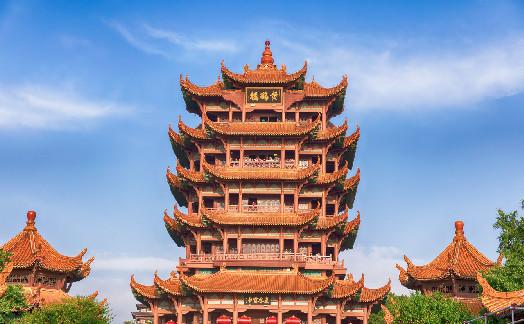 武汉黄鹤楼景区开放 游客需扫码测量体温后方能入园