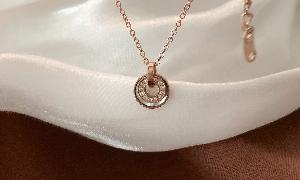 戴比尔斯Enchanted Lotus手链系列:纯洁而又静谧 莲花化身于钻石中美丽绽放