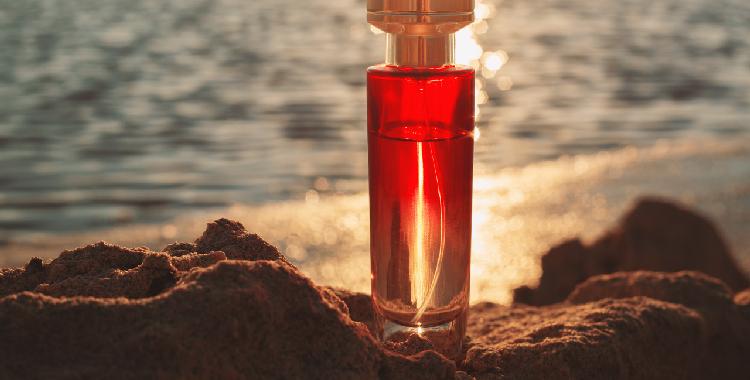 红色系香水:增添女人的成熟魅力 邂逅属于你的臻爱