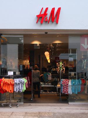 H&M联手Kangol 推出合作新品系列 Cos品牌开展转售业务