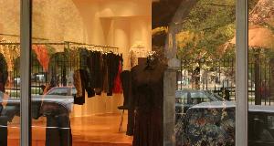 奢侈品零售商拉夫劳伦宣布将于本财年在全球范围内裁员15%