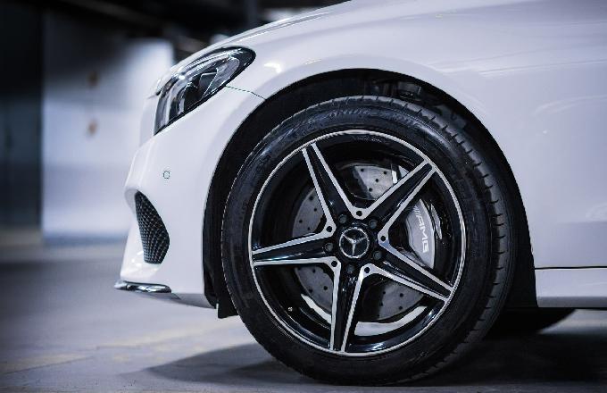 超酷炫!奔驰发布Vision AVTR电动原型车的实际驾驶画面