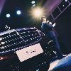 梅赛德斯-奔驰计划将工作重心转移至电动车型