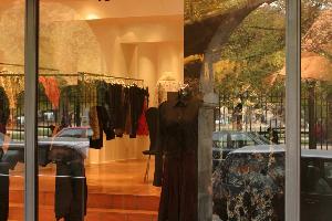 意大利奢侈品牌Moncler发布一季度财报 收入大涨21%