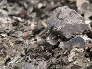 两日涨超12% 铁矿石接连刷新上市新高