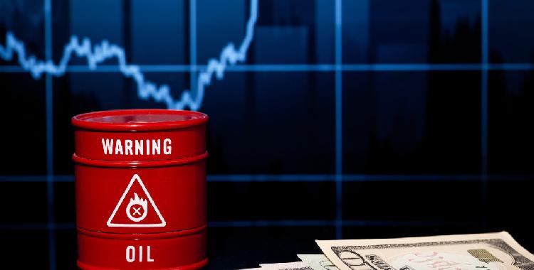 美国汽油期货跳涨超4% 创3年新高