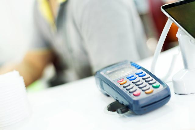 信用卡提取现金手续费多高?